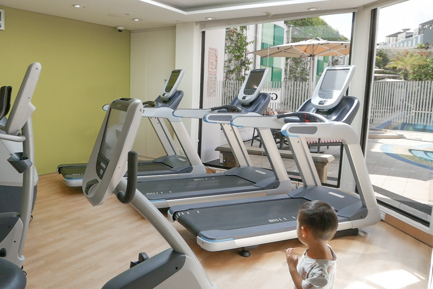 holiday-inn-singapore-gym