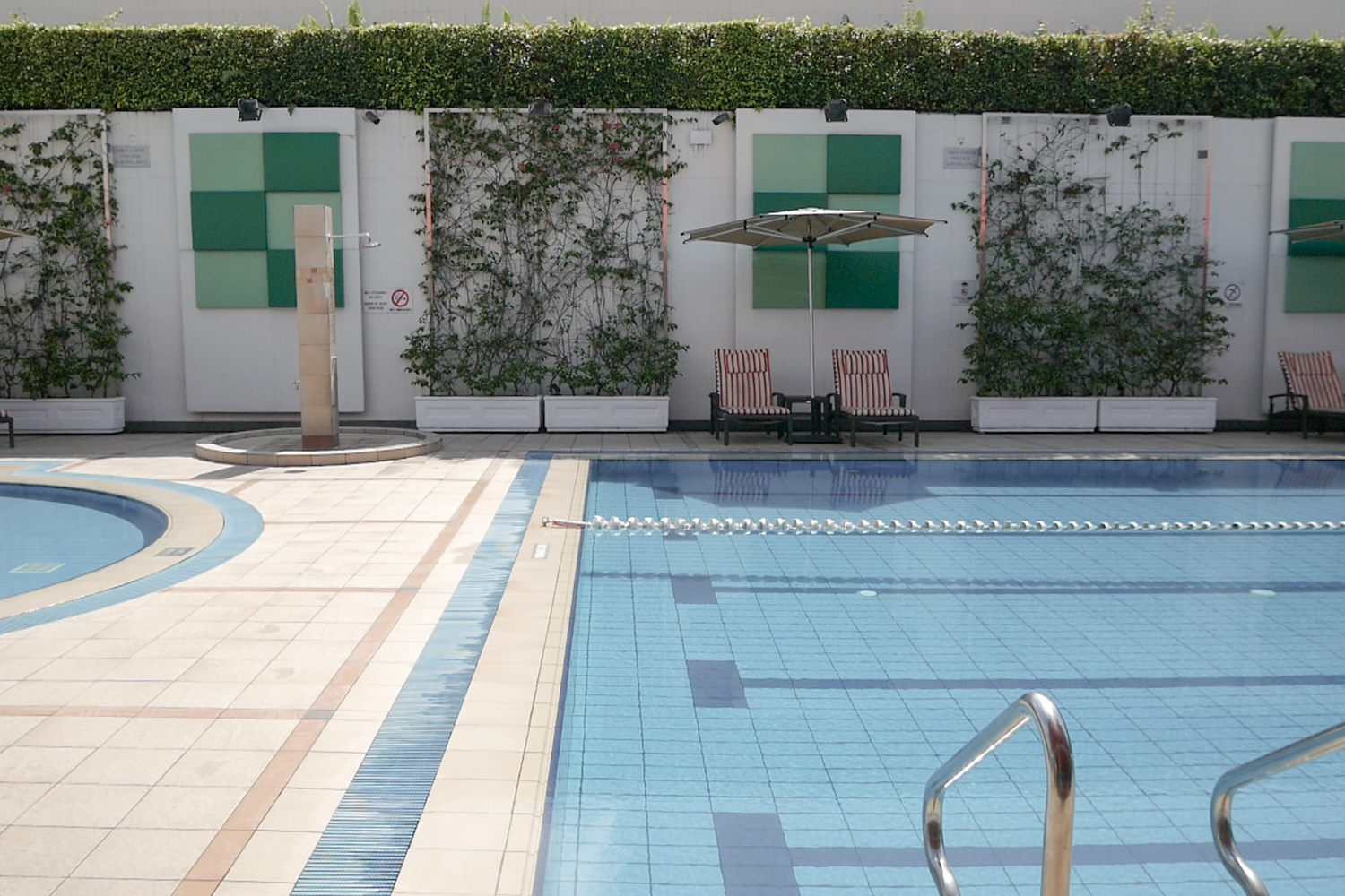 holiday-inn-singapore-pool-3