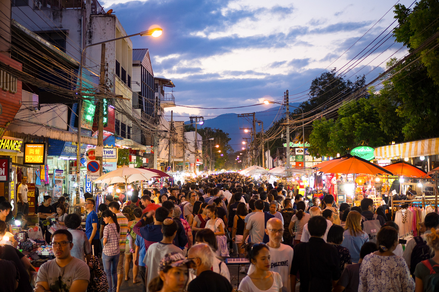 chiang-mai-itinerary-night-market
